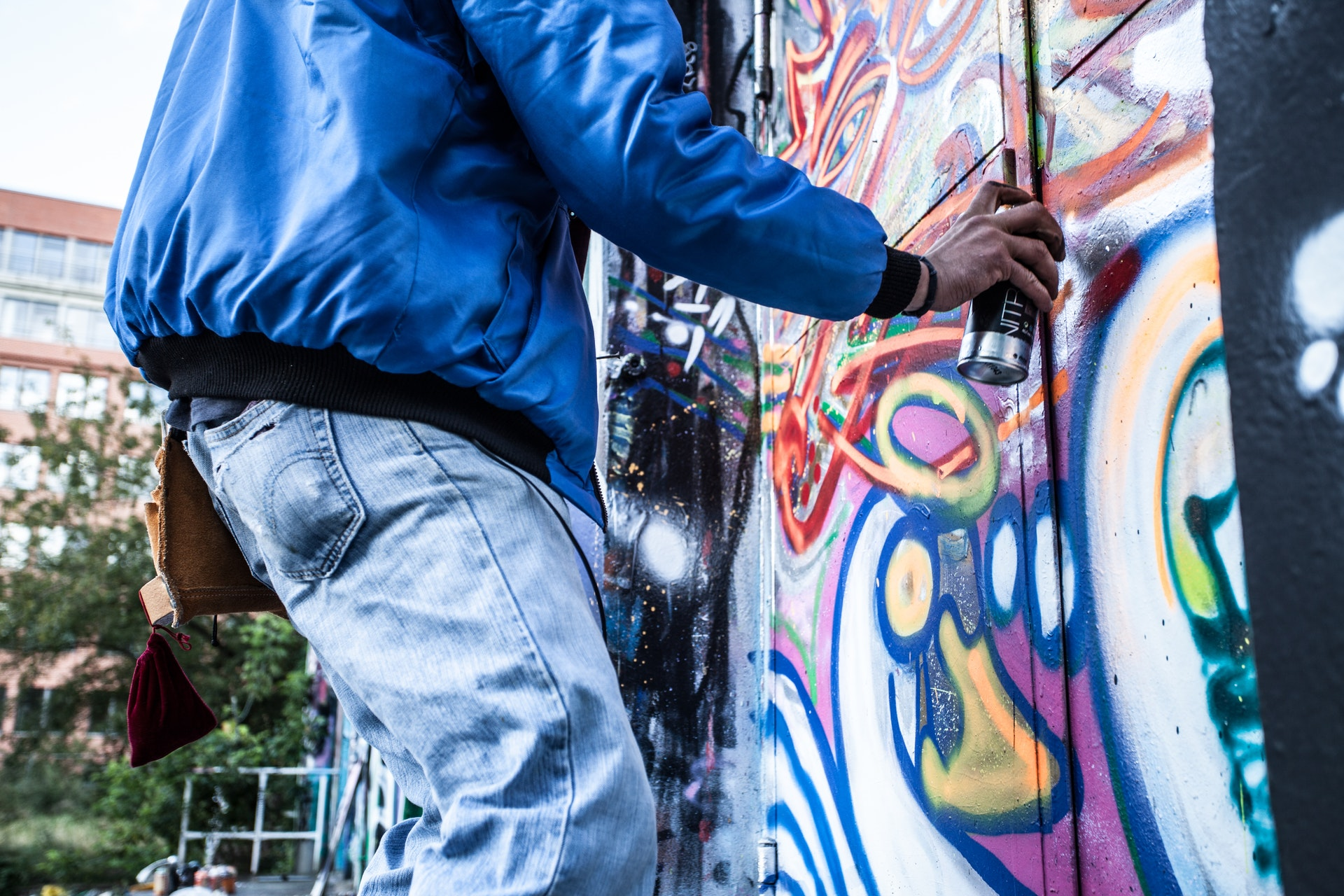 A GUIDE TO SPRAY PAINT FEATURES